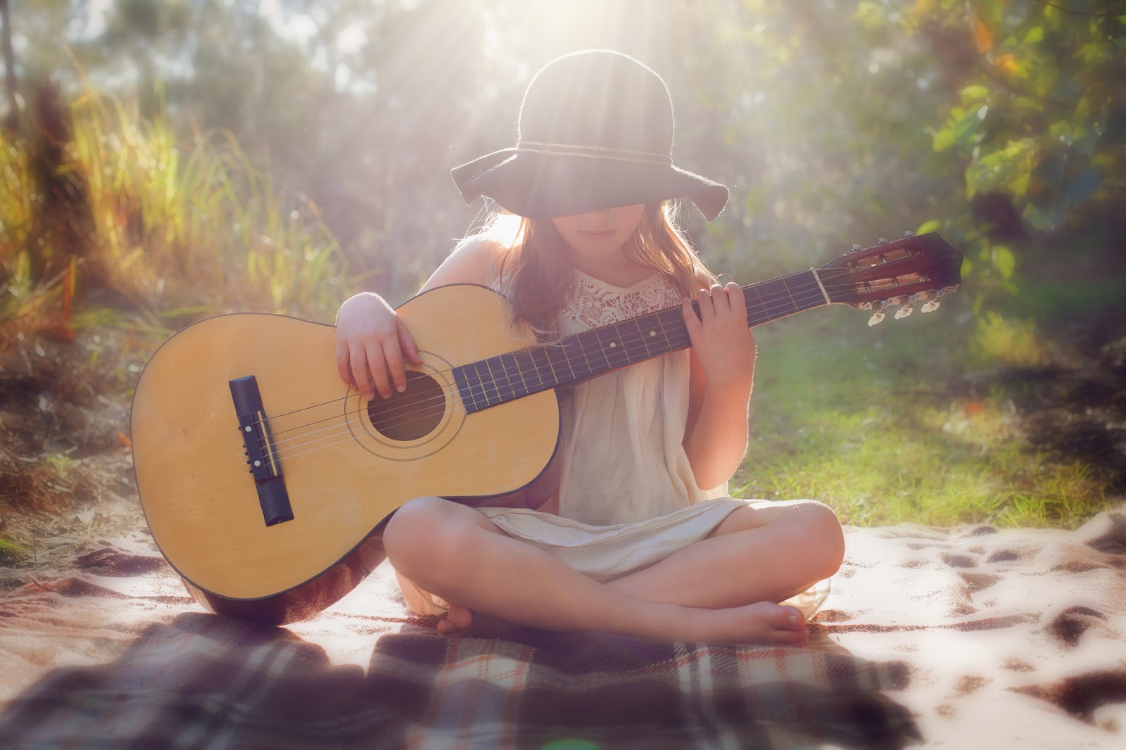 Beautiful Little Girl Playing Guitar Wallpaper